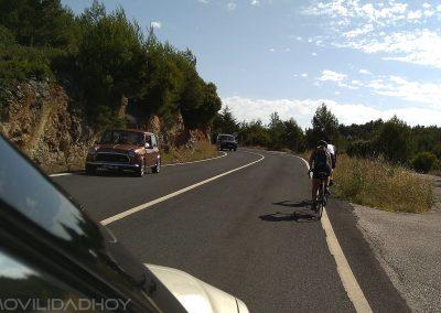 ciclistas-carretera-coches-mh-2